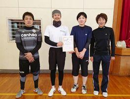 第12回嘉瀬町ソフトバレーボール大会 混合の部で優勝した新町チーム
