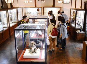 説明文も加えて展示をリニューアルした有田陶磁美術館=有田町大樽