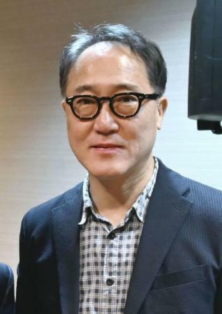 俳優の佐野史郎さんが腰を骨折