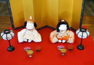 ひな人形のイメージで作られた御所衣装人形=佐賀市のあづま堂
