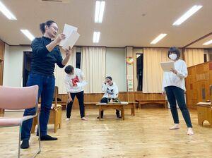 演劇ユニット「斜陽 motion picture sound track」の稽古風景(提供写真)