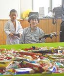 ドローンでお菓子釣り さがんまつり市民活動紹介