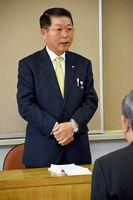 初登庁後、職員に訓示した伊東健吾町長=吉野ヶ里町役場