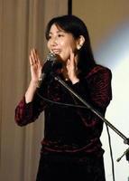 子育てをテーマに講演した声優の佐久間レイさん=佐賀市のマリトピア