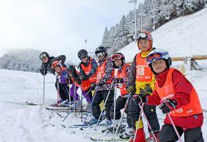スキーを楽しむ参加者たち(昨年の教室より、提供)