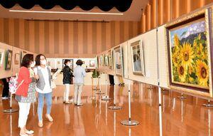 9団体・個人の作品を飾る「小城美術工芸展」=小城市のゆめぷらっと小城