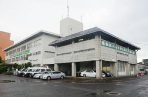佐賀県が耐震補強工事を進める方針を決めた佐賀北警察署の庁舎=佐賀市高木瀬町