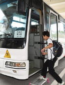保護者らの負担軽減へ 特別支援6校に通学バス
