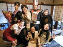演劇集団「響」とゲスト出演の面谷郁子さん(前列右)