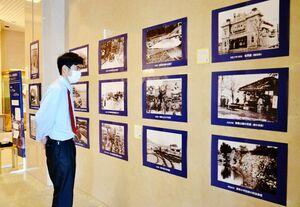 明治から昭和30年代までの唐津の風景を写した写真展=新興町の市近代図書館