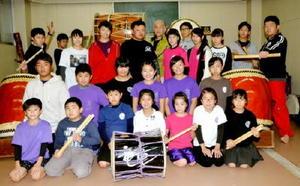 初の演奏会に向け、練習に力が入る唐津港太鼓「和太鼓竜童」=唐津市二タ子の西唐津中学校