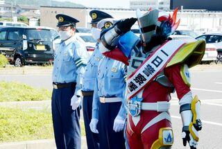 ヤマシロン署長が激励 鹿島で交通安全出発式