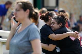 米高校で銃撃、8人死亡