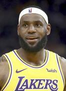 NBAジェームズ選手が反発招く