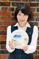 深川製磁が発売した干支の縁起皿「染錦富士に丸紋四君子図」