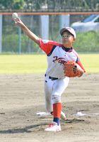 決勝・呼子シールス-鎮西少年 相手打線を無安打に抑え、優勝の原動力となった松尾大悟投手=唐津市の河畔球場
