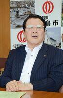 豪雨による被害状況を定例会見で説明した樋口久俊市長=鹿島市役所
