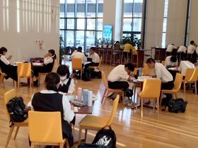 武雄市役所、高校生に人気