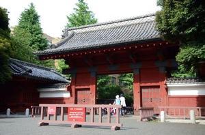 東大の赤門=2017年6月、東京都文京区