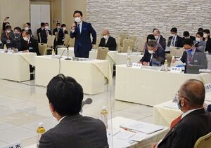 新型コロナウイルスのワクチン接種などについて山口祥義知事と県内首長が意見交換をした「GM21ミーティング」=佐賀市のグランデはがくれ