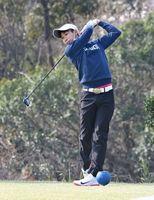 粘りのゴルフで初の頂点に立った高校男子の部の樺島楓(北陵)=神埼市の日の隈カンツリークラブ