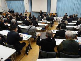 九州新幹線長崎ルートのフル規格推進派による意見交換会。佐賀県や市町の議員ら約130人が参加した=佐賀市大和町のウェルネス大和