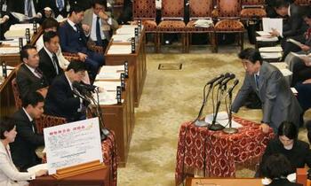 首相、桜見る会の事前通知認める