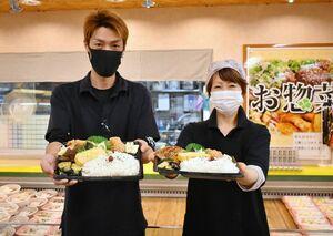 「よりパワーアップしたメガ盛り弁当で元気になってほしい」と話す坂元祐一店長(左)ら=佐賀市大和町の生鮮横丁