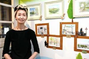 水彩画展「パリスケッチ」を開いている江副由美子さん=佐賀市の旧久富家住宅2階のブルームーン