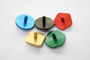 八戸製作所が発売した五輪カラーの上峰精密コマ