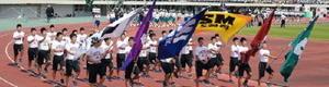 総合開会式で力強く入場行進する選手たち=佐賀市の県総合運動場陸上競技場