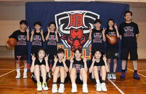 今春発足し、練習に熱が入るHEATBULLSのメンバーたち=唐津市の西唐津中体育館