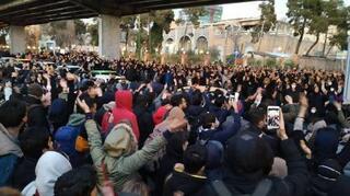 イラン首都で1千人抗議デモ