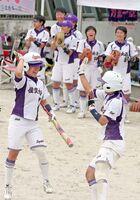 ソフトボール女子で王座奪還を果たした佐賀女子の選手たち