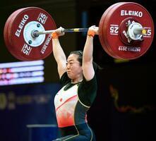 女子59キロ級 ジャークで126キロに成功した安藤美希子=パタヤ(共同)