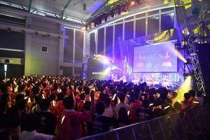 アニメを再現した演出で熱気にあふれる会場=唐津市ふるさと会館アルピノ