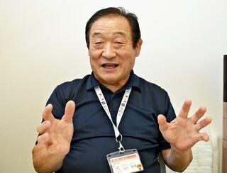 <ニュースこの人>開業1年を迎えた「道の駅しろいし」駅長の山下敬博さん(67)