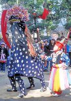 曽根崎の獅子舞。現在は各町区の神社に奉納される