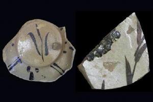 鉄絵を描いた施釉陶器。登り窯で大量生産し日本全国に運んだことにより、施釉や筆による施文を他の産地にも促した