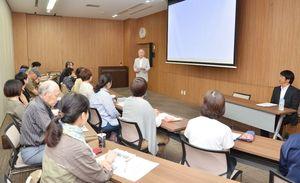 小学生にがんに関する知識や向き合い方などを伝える「がん教育支援員」の養成講座=佐賀市の県医療センター好生館