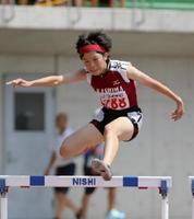 陸上女子400メートル障害準決勝 1分1秒92で決勝を逃した鹿島の今村莉花=岡山市のシティライトスタジアム