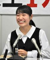 高校生平和大使に選ばれ、会見で抱負を述べた藤田裕佳さん=佐賀市の佐賀県庁