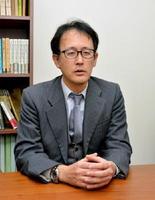 「人間らしい働き方について真剣に考えるべき」と話した弁護士の小山一郎さん