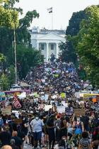 米首都の抗議、最大規模に
