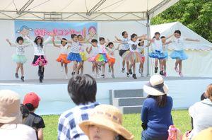 ステージでは子どもたちのダンスなども披露された=神埼市郡の吉野ケ里歴史公園