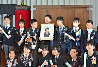 佐賀のニュース 西与賀小、病死の北原君に卒業証書