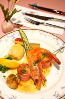 有頭エビと帆立貝のブロセット。お魚のコース(オードブルなし1750円+税、あり2350円+税)のメーン料理
