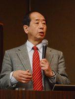 地中熱の有用性を説明した高杉真司副理事長=佐賀市のガーデンテラス佐賀(マリトピア)