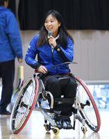 「障がいを乗り越えて」をテーマに講演した西九州大の大谷桃子さん=吉野ヶ里町の東脊振中