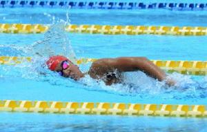 競泳女子400㍍自由形決勝 4分29秒02の大会新で優勝した宮﨑彩子(昭栄)=佐賀市の県水泳場